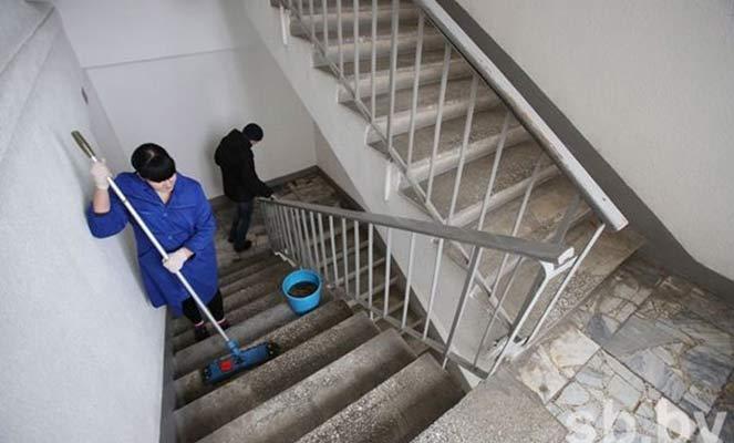 Уборка лестничной площадки