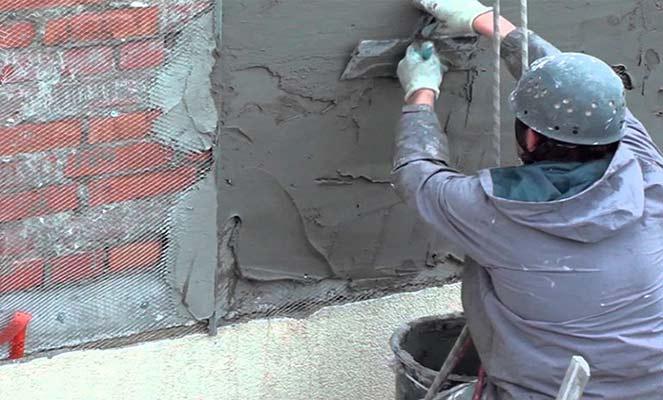 Оштукатуривание стен при капремонте фасада
